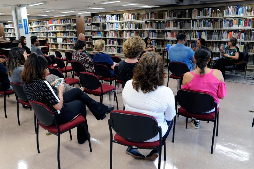 Público assistindo.