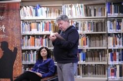 Marcos Antunes lendo um dos texto de Luci Afonso