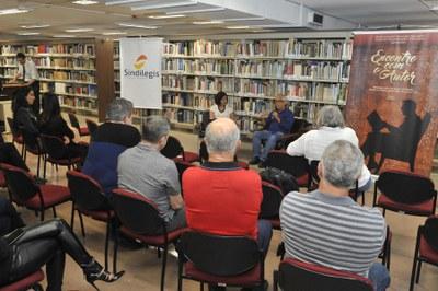 Público assistindo à palestra.