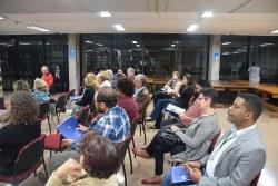 Público assistindo à palestra de Maurício Melo Júnior.