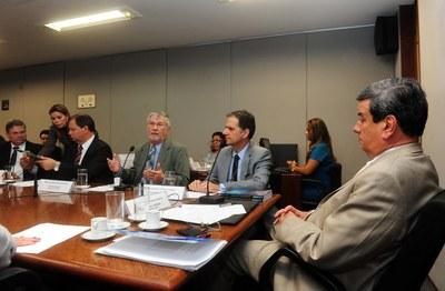 Mesa da 13ª reunião