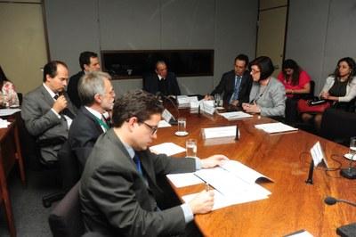 Mesa da 9ª reunião do CEDES