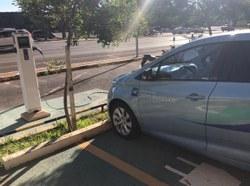 Câmara disponibiliza estacionamento para veículos elétricos