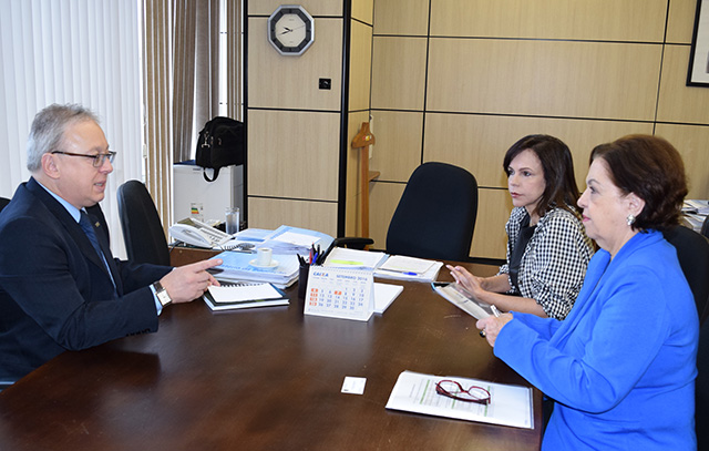 No MEC, deputada Dorinha solicita liberação de recursos e revisão de corte orçamentário da UFT