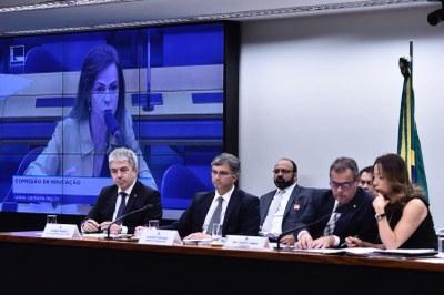 Em audiência requerida pela deputada Dorinha o ministro do Planejamento participa de debate sobre o orçamento da educação