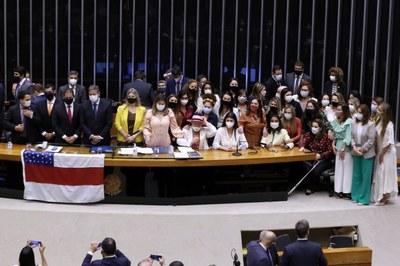 """Bancada feminina obtém aprovação do """"Orçamento Mulher"""" na LDO 2022"""