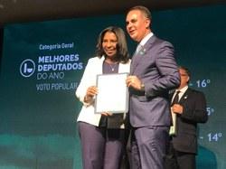 """""""Entre 513 deputados federais, fui eleita pela votação popular uma das melhores parlamentares do Brasil"""", diz Rosangela Gomes"""