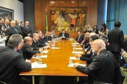 Maia descarta aumento de tributos para setor de serviços