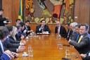 Maia recebe comitiva de parlamentares estrangeiros para discutir agenda