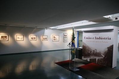 """Foto da exposição """"União e Indústria: uma estrada para o futuro"""". Foto: Flávio Soares/Acervo Câmara dos Deputados."""