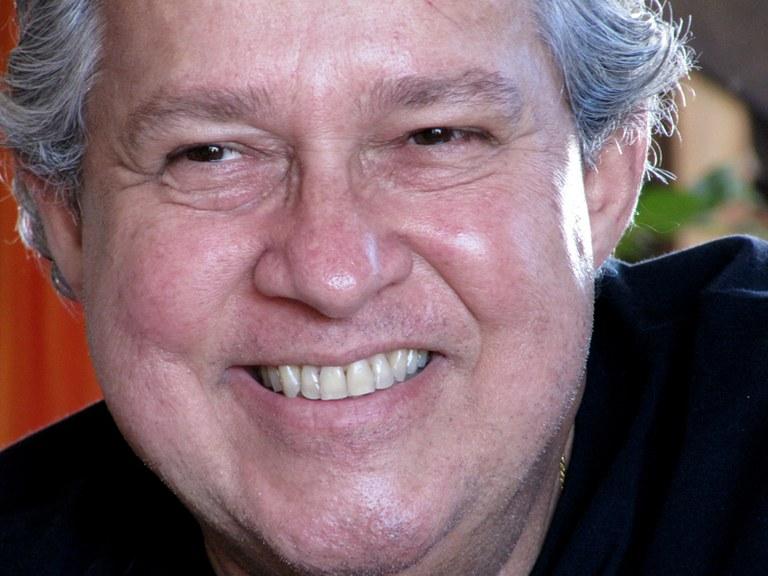Resultado de imagem para Edmilson Caminha escritor Brasilia