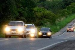 CCJC aprova dispensa de farol aceso durante o dia em rodovias integradas a áreas urbanas