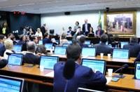 CCJC aprova tramitação de PEC da maioridade penal