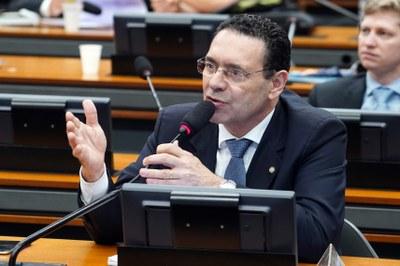 Comissão aprova criação de banco de dados sobre drogas experimentais para câncer
