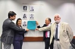 Na última Reunião Ordinária do ano, a Comissão de Cultura aprovou projetos e descerrou a foto da atual presidente Raquel Muniz