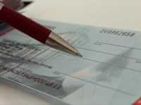 CDC aprova PL que restringe razões para recusar cheques de consumidores