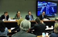 Comissão critica operadoras de celular por suspender tráfego de dados