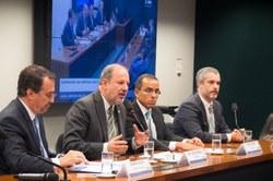 Defesa do Consumidor debate reajustes de planos com ministro da Saúde