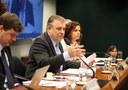 Deputados criticam Anatel e operadoras por franquia em internet fixa