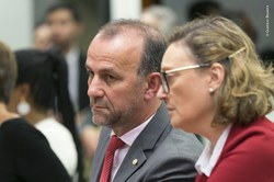Deputados apresentam projeto para sustar decreto do governo federal sobre armas