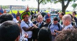 Deputados intermediam com polícia militar do GDF permanência do Acampamento Terra Livre na Esplanada