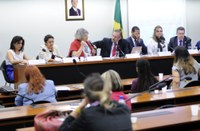 Especialistas e deputados pedem políticas públicas em favor de cuidadores