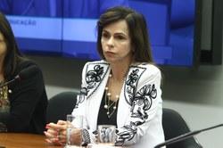 Deputada Professora Dorinha Seabra Rezende fala sobre a PEC15/15