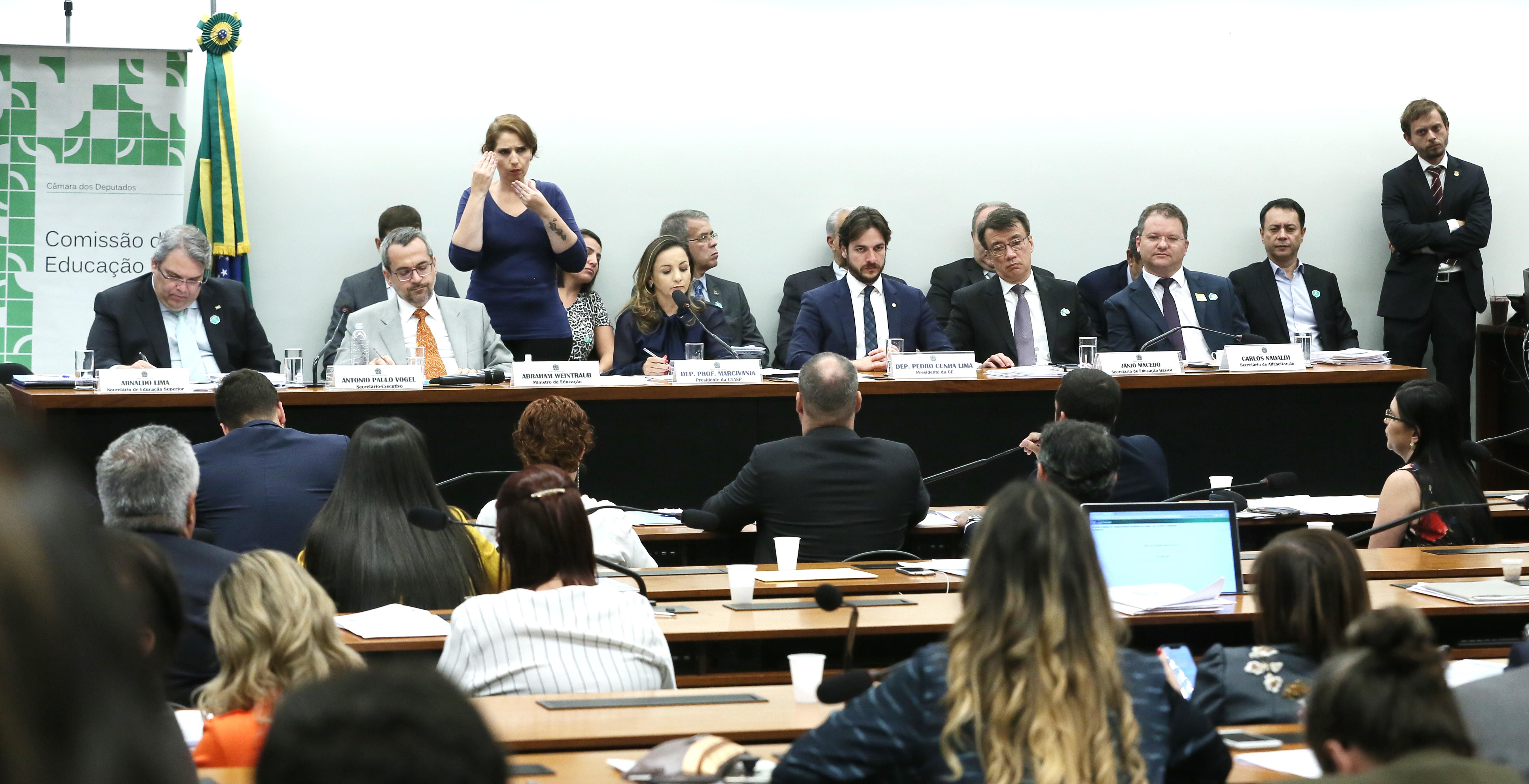 Reunião de comparecimento do Ministro da Educação