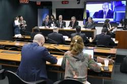 Medida provisória que privatiza saneamento é criticada em audiência pública