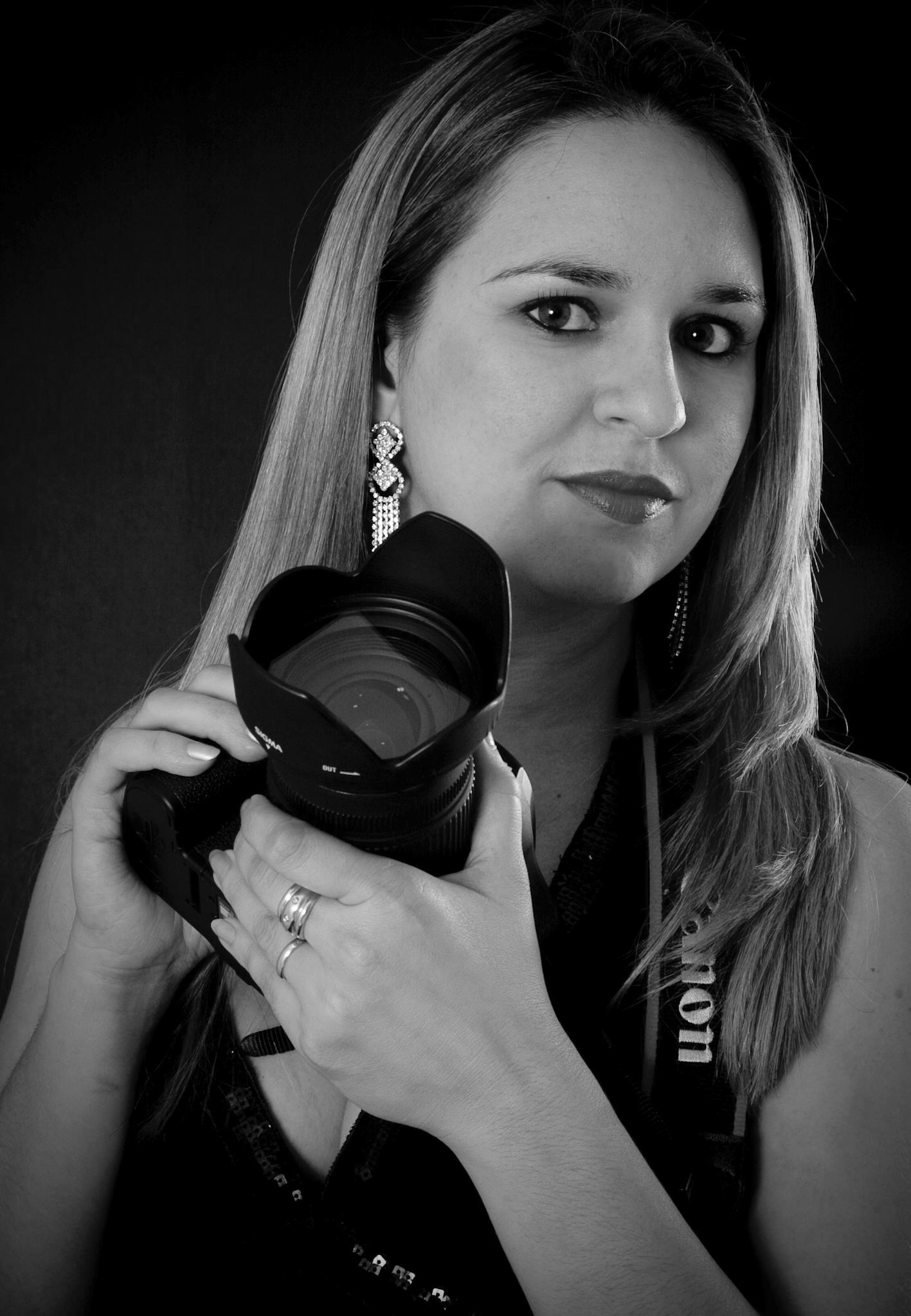 A fotógrafa Danielle Silveira