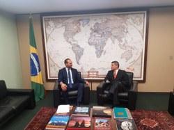 Presidente da CREDN recebe seu homólogo do Parlamento peruano.