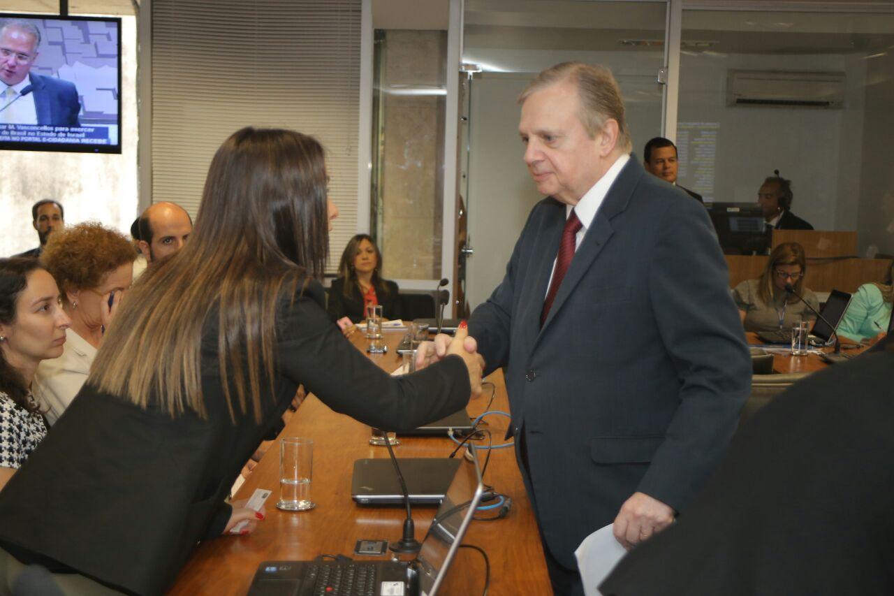 Bruna Furlan comemora aprovação da Lei de Migração no Senado