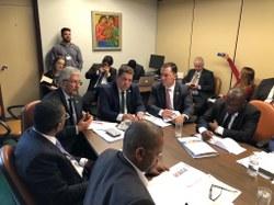 Comissão de Segurança Pública recepciona comitiva de deputados Moçambicanos para debate sobre segurança