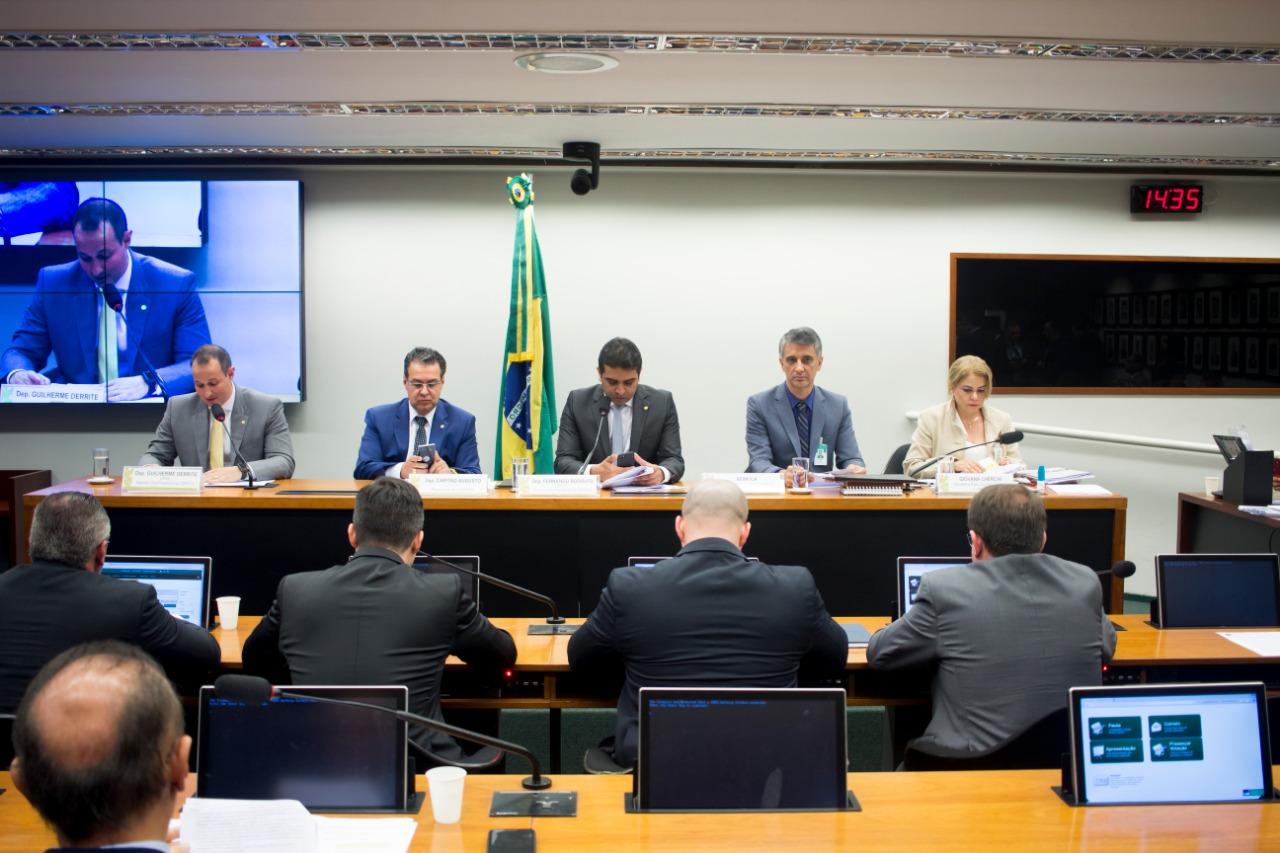 Comissão aprova envio de moção de louvor a Sérgio Moro e procuradores da Lava Jato