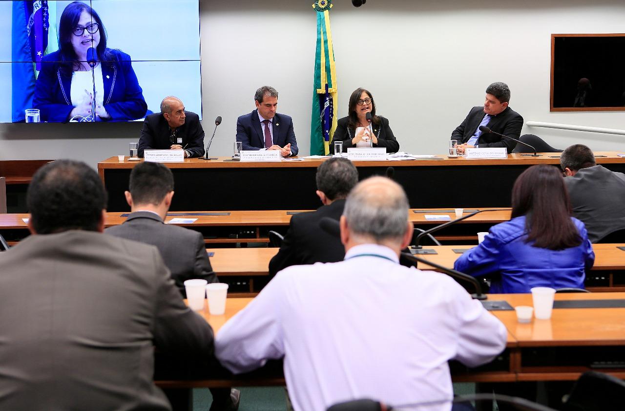 Projeto de negociação coletiva está pronto para votação, diz relatora