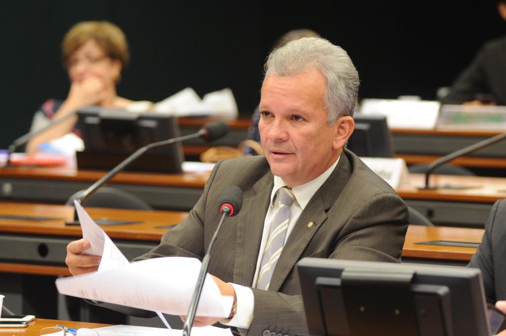 Proposta que diminui a burocracia na Ciência, Tecnologia e Inovação é aprovada na Comissão