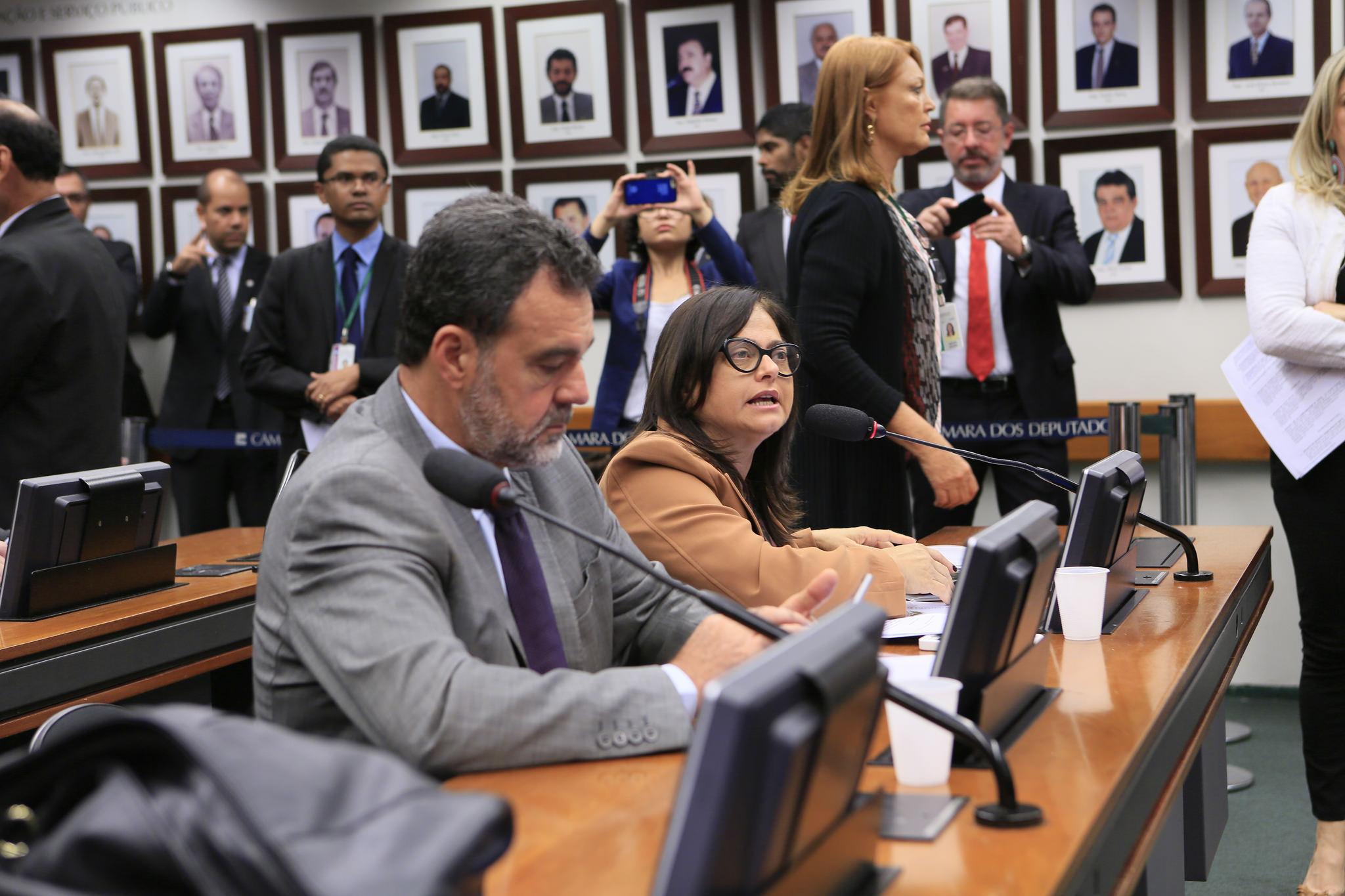 Vistas em projeto adia votação que regulamenta negociação coletiva