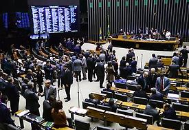 Votação sobre denúncia contra Temer só começará com 342 deputados presentes