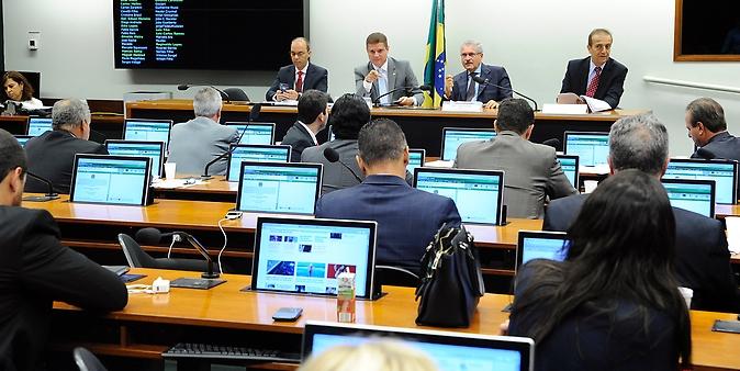 Reunião destinada a discutir os relatórios setoriais dos quatro sub-relatores da comissão