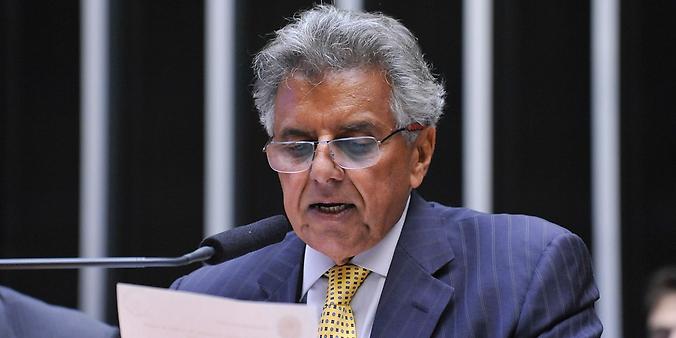 1º secretário da Câmara dos Deputados, Beto Mansur (PRB-SP), lê em Plenário o parecer da comissão especial que analisou o pedido de impeachment da presidente Dilma Rousseff