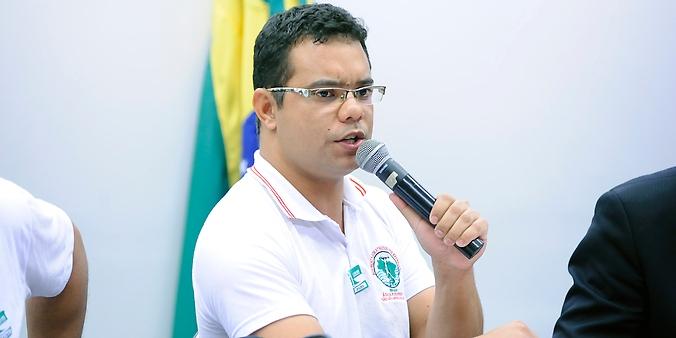 Audiência pública para avaliar o acordo sobre rompimento da barragem em Minas com famílias atingidas e autoridades responsáveis. Coordenador Estadual do MAB da cidade da Barra Longa - MG, Thiago Alves da Silva