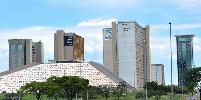 Brasília -monumentos e prédios públicos - órgãos e repartições
