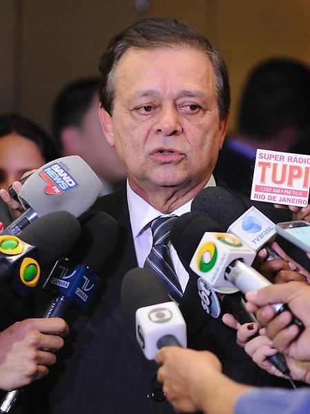 Dep. Jovair Arantes (PTB-GO), fala a imprensa após reunião com líderes para discutir sobre a eleição para novo presidente da Câmara dos Deputados