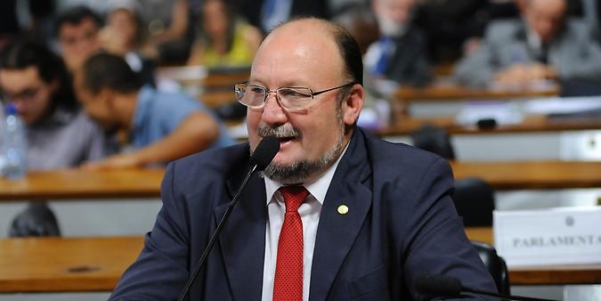 Reunião da Comissão Mista sobre a MP 733/16, que autoriza a liquidação e a renegociação de dívidas de crédito rural. Dep. João Daniel (PT-SE)
