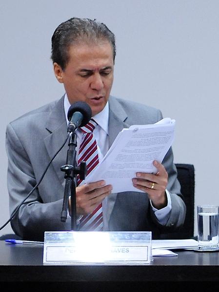 Ato Público para debater o PL 1628/15, que regulamenta as atividades dos agentes de saúde e de combate às endemias. Deputados (E) Pedro Chaves (PMDB-GO) e Raimundo Gomes de Mattos (PSDB-CE)