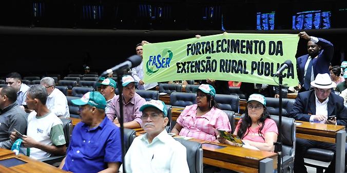 Comissão geral para discutir os desafios da agricultura familiar, as dificuldades para a sucessão nas pequenas propriedades com a manutenção dos jovens no campo e a aposentadoria do trabalhador rural