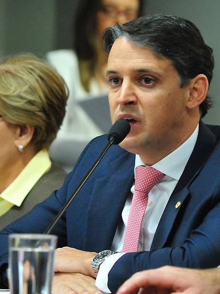 Reunião da Comissão Mista da Medida Provisória 746/2016 que altera regras curriculares e de funcionamento do ensino médio. Dep. Thiago Peixoto (PSD-GO)