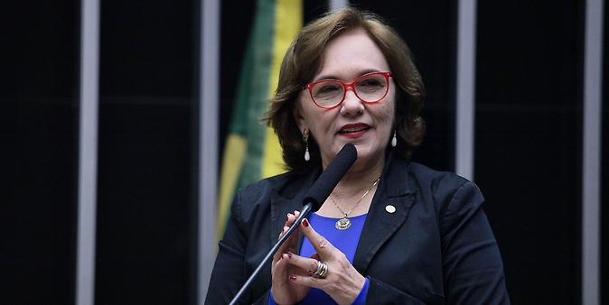 Entrega do Diploma Mulher-Cidadã Carlota Pereira de Queirós. Dep. Zenaide Maia (PR-RN)