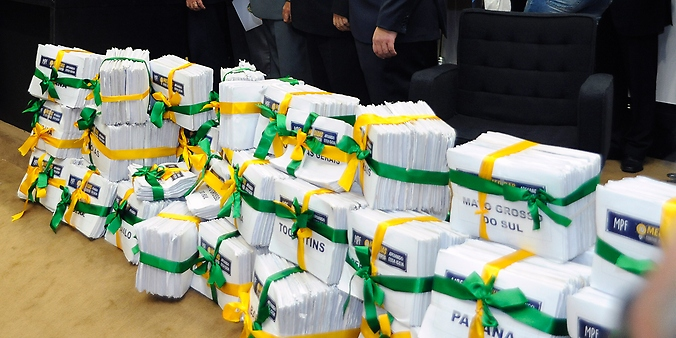 Política - corrupção - 2 millhões de assinaturas pelo combate à corrupção