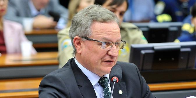 Audiência pública para debater sobre o PL 4850/16, que estabelece Medidas Contra a Corrupção. Dep. Valdir Colatto (PMDB-SC)